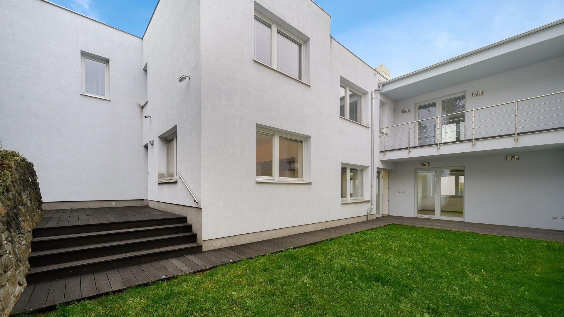 Rodinný dom-Prenájom-Bratislava - mestská časť Staré Mesto-3 300 €