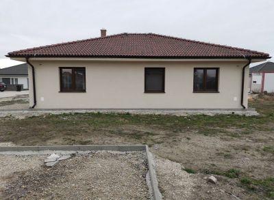Posledný 4-izbový bungalov v novovybudovanej časti Dolného Baru v blízkosti Dunajskej Stredy