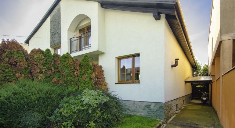 7 izbový rodinný dom v Jarovciach - VIDEOOBHLIADKA