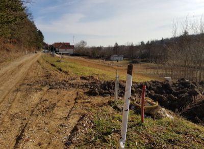 Na predaj pozemok na výstavbu rodinného domu v obci Tesare pri Topoĺčanoch