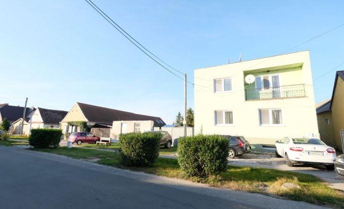 Iba u nás: veľký rodinný dom so záhradou v obci Plavecký Štvrtok (Malacky len 8 km)