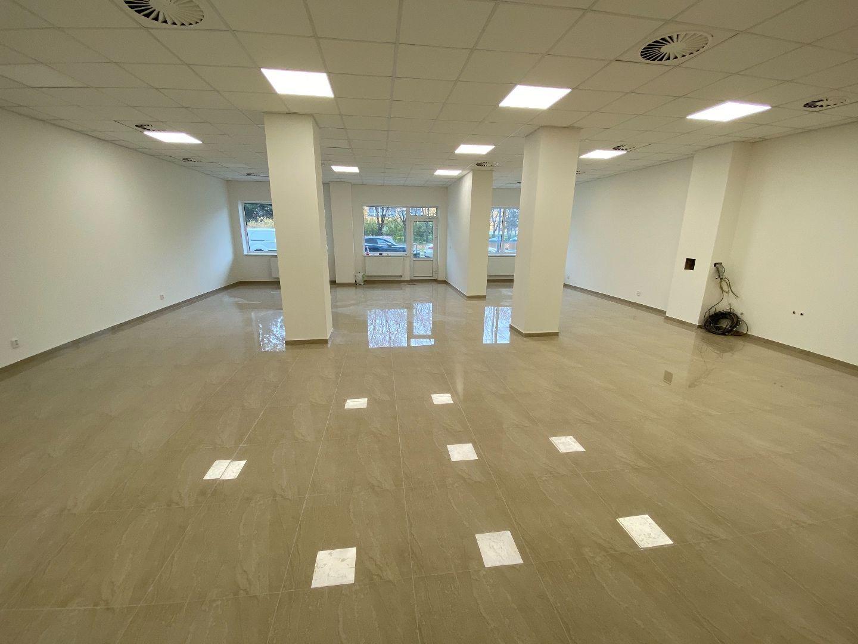 REALFINANC - Na predaj veľký obchodný priestor o rozlohe 201 m2 na Družbe ul. V jame