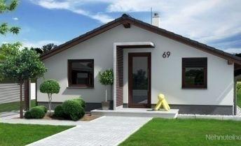 Na predaj Novostavba 3 izb montovaného RD  na slnečnom pozemku o výmere 707 m2 v Trenčianskych Miticiach.