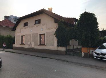 Exkluzívne na predaj 2x RD + polyf.stavba,854m2, Žilina- blízke centrum, Cena: 370.000  €
