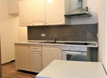 **NA PRENÁJOM: Zariadený 1 izb. byt priamo v CENTRE mesta Malacky!!