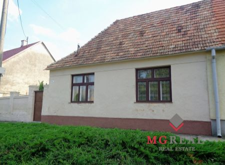Na predaj starší dom v Boleráze s pekným 1164 m² pozemkom
