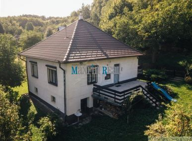Predaj udržiavanej chalupy s veľkou terasou na polosamote v krásnom prostredí pri obci Krajné