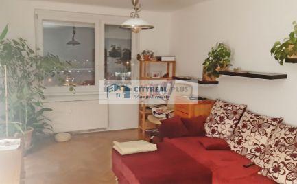Na predaj 2-izbový byt blízko autobusovej a železničnej stanice v Nových Zámkoch