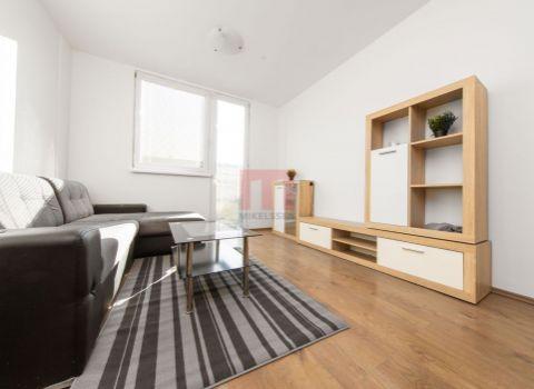 REZERVOVANÝ- Na predaj 2 izbový byt s predzáhradkou v Rovinke