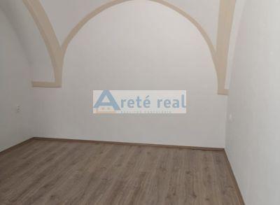 Areté real, Prenájom 54 m2 administratívneho priestoru s parkovacím miestom v priamom centre mesta Pezinok