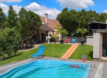ZNÍŽENÁ CENA Na predaj 4 i rodinný dom v Krásne s bazénom so slanou vodou