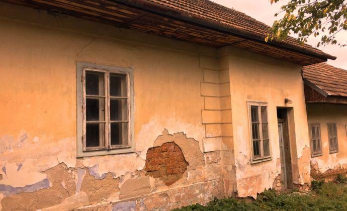 Na predaj pekný vidiecky dom s potôčikom v pôvodnom stave!!