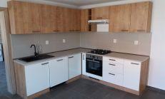 ODPORÚČAM: veľký 5 izb. RD po rekonštrukcii, garáž, pozemok 570m2 - Segnáre - Lamač