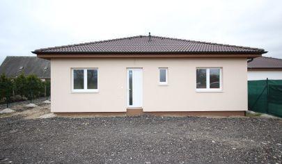 SKOLAUDOVANÝ 4 izbový bungalov  - Veľké Leváre