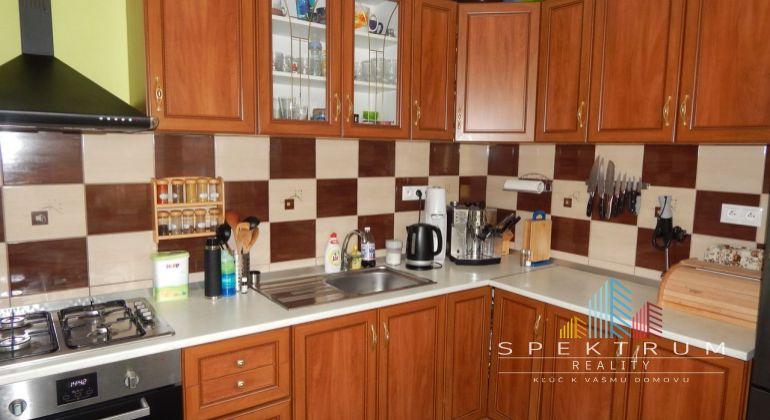 Na predaj 2- izbový veľkometrážný byt, 65 m2, Handlová, okres Prievidza