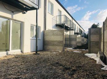 **BYTY PÁNSKE III.: Novostavba -  2 izb. byt s vlastnou záhradkou o výmere 32 m2 v Malackách!!