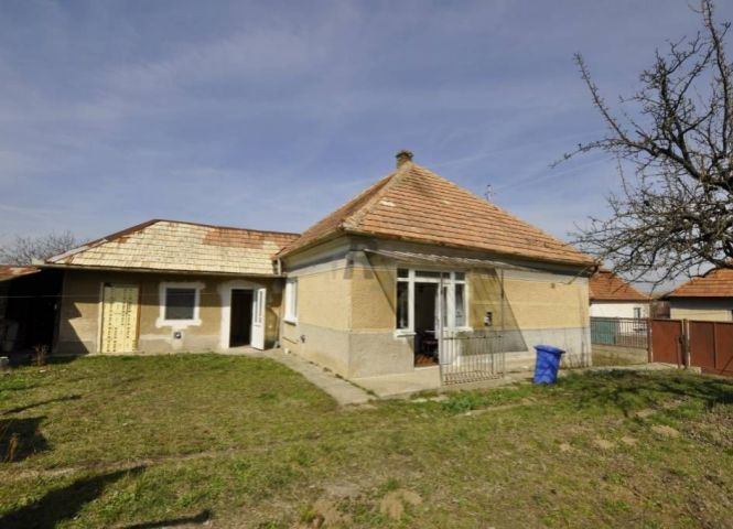 Rodinný dom - Dulovce - Fotografia 1