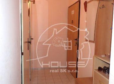 PREDAJ: 3 izbový byt s loggiou