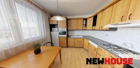 Na predaj veľký 3 izbový byt s balkónom v Trenčíne, 78 m2