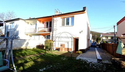 APEX reality 5i. rodinný dom v Sokolovciach po rekonštrukcii, parkovanie, pozemok 688 m2