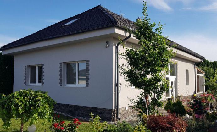Veľký moderný 7-izbový rodinný dom, zimná záhrada, 3x garáž, tiché prostredie, Senec (Tureň)