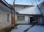 --PBS-- NA PREDAJ starší rodinný dom 3+1 s veľkým pozemkom 1955 m2 v obci NAHÁČ