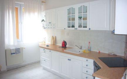 Ponúkame na prenájom veľkometrážny / 80m2 /, zrekonštruovaný 2-izbový byt s PARKOVANÍM na ulici KOZIA, v mestskej časti Bratislava I.-Staré Mesto.