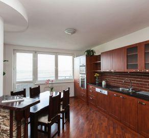 3 izb. byt s balkónom, novostavba, ul. Dvojkrížna, kľudná lokalita, bezproblémové parkovanie