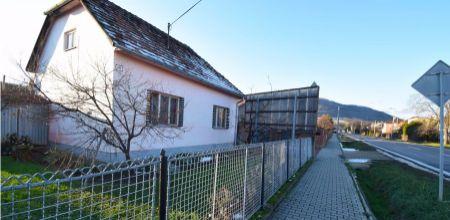 Na predaj starší rodinný dom v obci Drietoma, 840 m2