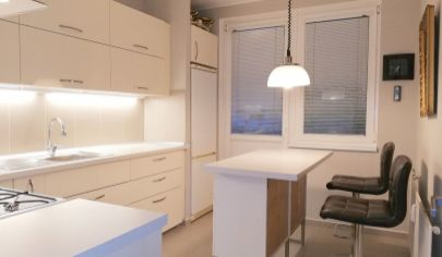 NA PREDAJ výborný 4 izb. byt v obľúbenej časti Petržalky, ROMANOVA ul.