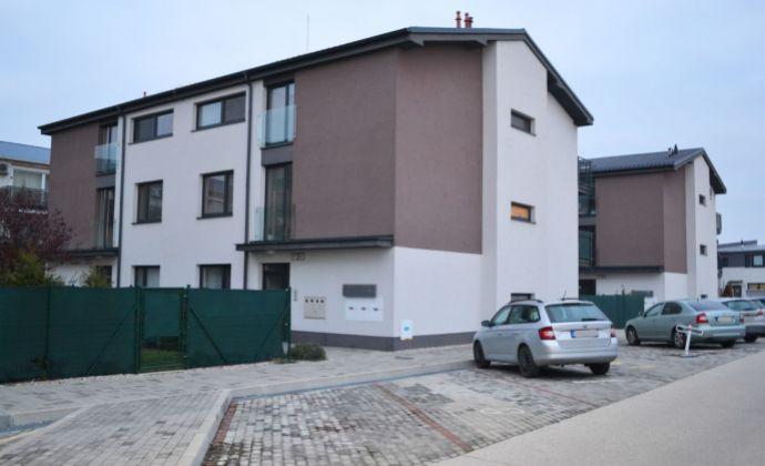 3 izbový byt v novostavbe s parkovným státim v tichom prostredí s výbornou občianskou vybavenosťou a dostupnosť do BA, SC