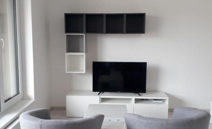 Moderne zariadený byt v novostavbe, parkovacie miesto