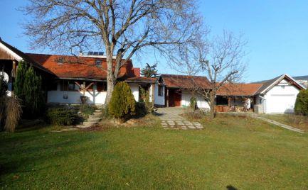 Predaj  rekreačný dom s terasou, saunou a pozemkom 1142 m2 v Brezovej pod Bradlom
