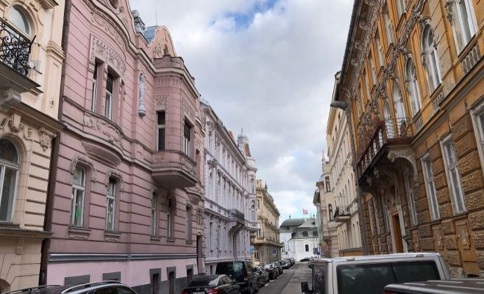 BA I centrum Staré Mesto Tolstého prenájom 96 m2 + 147 m2 = 243 m2 kancelárskeho priestoru