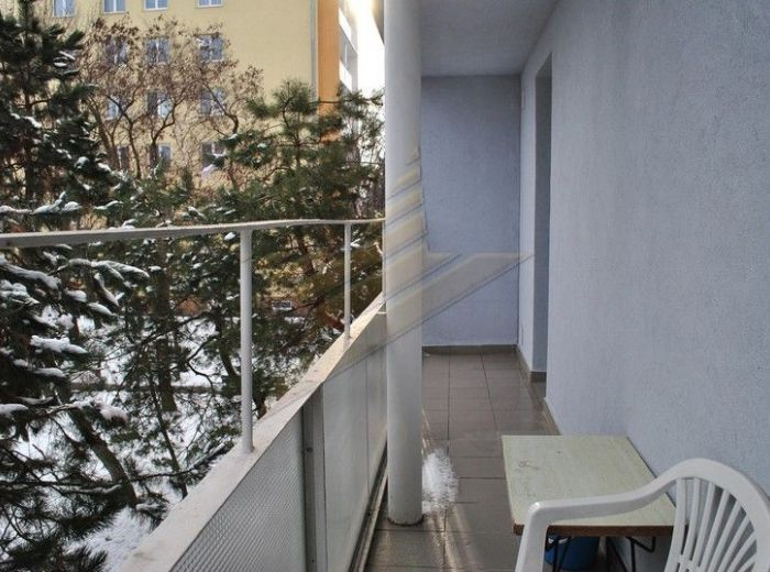 PREDANÉ - KADNÁROVA, 3-i byt, 70 m2 - KOMPLETNÁ REKONŠTRUKCIA, tichá lokalita, V ZATEPLENOM BYTOVOM DOME