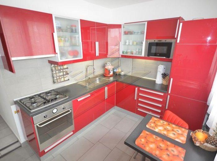 PREDANÉ - SLATINSKÁ, 4-i byt, takmer 80 m2 - s výbornou dispozíciou, 6.p./7, po kvalitnej rekonštrukcii, 5x vstavaná skriňa, IDEÁLNA ORIENTÁCIA JZ / SV