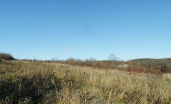 Na predaj nádherný, rozľahlý pozemok s panoramatickým výhľadom v obci Chtelnica.