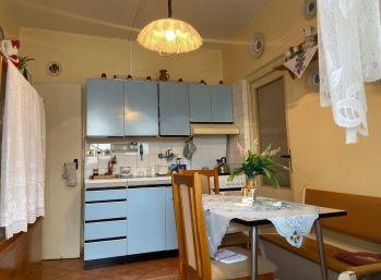 Predáme pekný 3 izb. v Dúbravke na Lipského ulici.