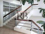 Uzavretý celok kancelárii v zrekonštruovanej budove, 208 m2