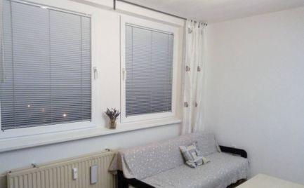 Ponúkame do prenájmu zariadený 1-izbový byt na Jungmannovej ulici, na začiatku Petržalky.