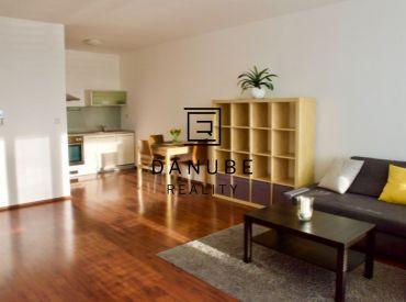 Prenájom 2-izbový byt orientovaný na jazero Kuchajda na Tomášikovej ulici v Bratislave.