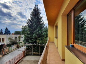 ELIMARK - PRENÁJOM -  BEZ PROVÍZIE - 5 izb ZARIADENÝ DOM 200 m2 so záhradou  a garážou - Ružová ulica, NITRA - ZOBOR