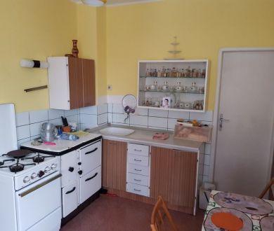 Ponúkame na predaj starší rodinný dom v Bytči