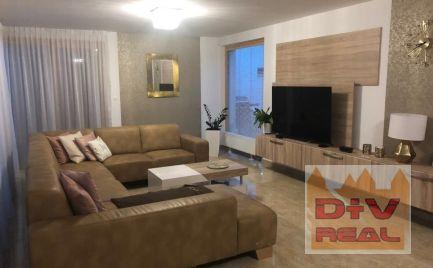 D+V real ponúka na predaj: 4 izbový rodinný dom, Záhorská Bystrica, Bratislava IV, novostavba, udržiavaný pozemok 500m2, dvojpodlažný, vonkajší bazén,  dvojgaráž