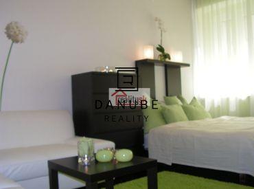 Prenájom 1 - izbového bytu na Grösslingovej ulici, Bratislava - Staré Mesto.