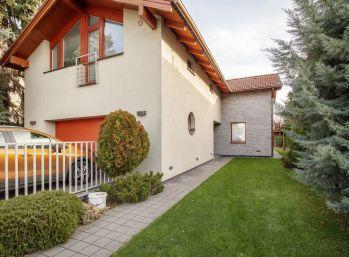Predaj rodinného domu, na krásnom priestrannom upravenom 8,13á pozemku, Dunajská Lužná, časť Jánošíková