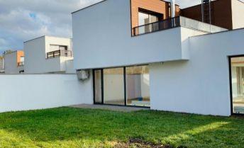Nadštandardný moderný 4-izbový rodinný dom na Kútskej ulici BA IV na predaj