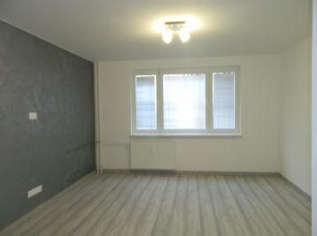 Predáme pekný kompletne prerobený 1-izbový byt v Seredi