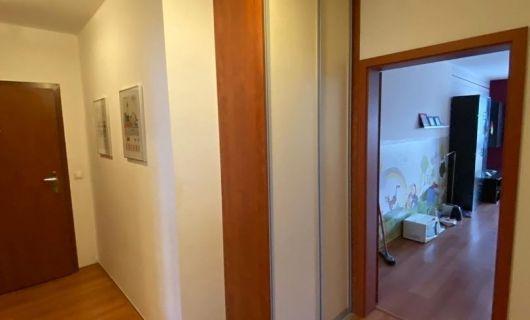 V NOVOSTAVBE RUSTICA VEĽKÝ (73 m2) 2 IZBOVÝ BYT S LOGGIOU