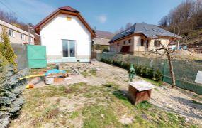EXKLUZÍVNE IBA U NÁS !!! Ponúkame Vám na predaj 2 izbový rodinný dom, 55 m2, pozemok 329 m2, Dolná Poruba.